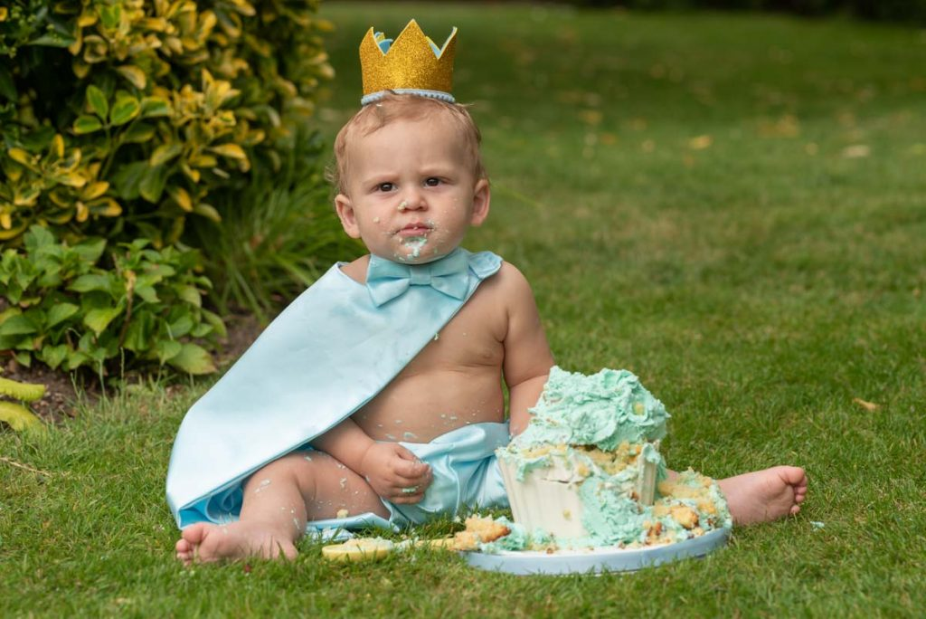 King first birthday shoot outdoors