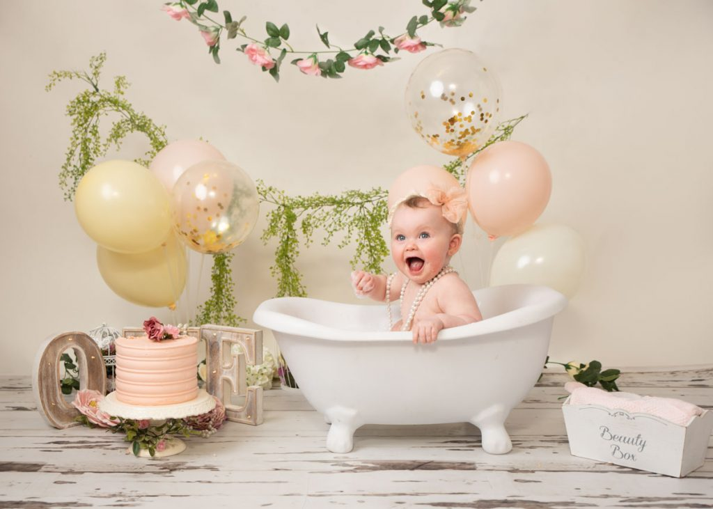 beauty box and bath first birthday cake smash session