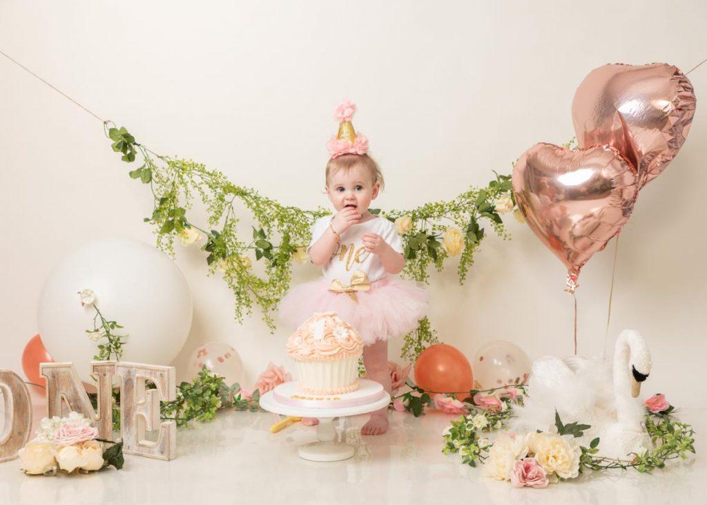 delicate cake smash photoshoot