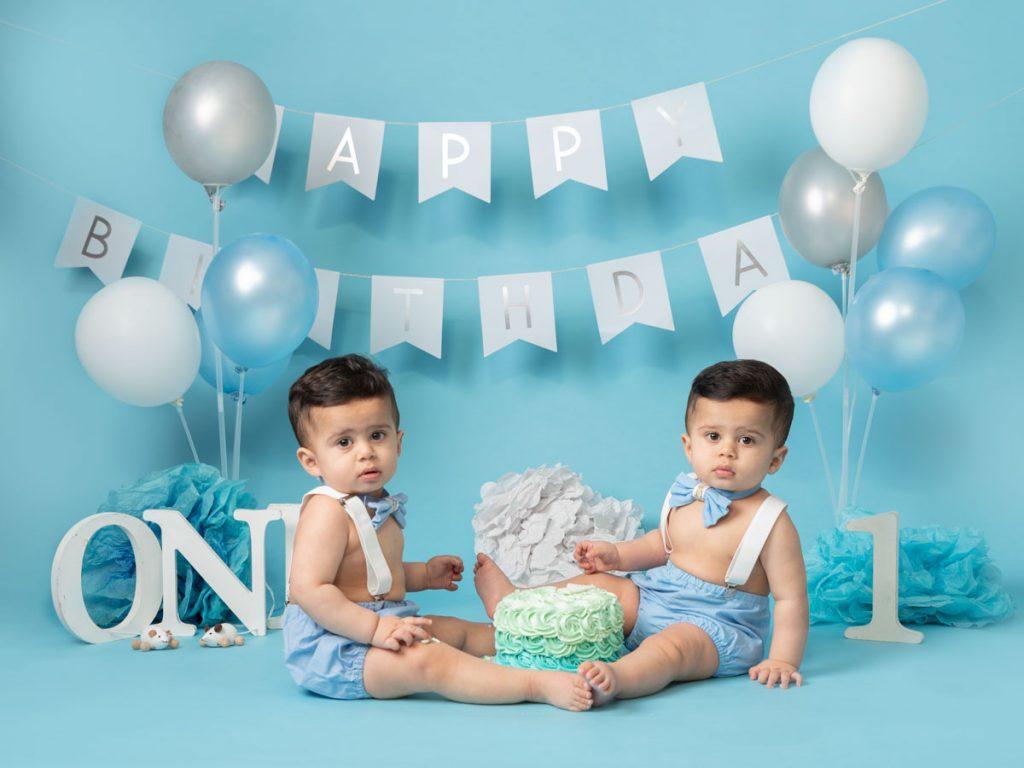 twin birthday photoshoot cake smash
