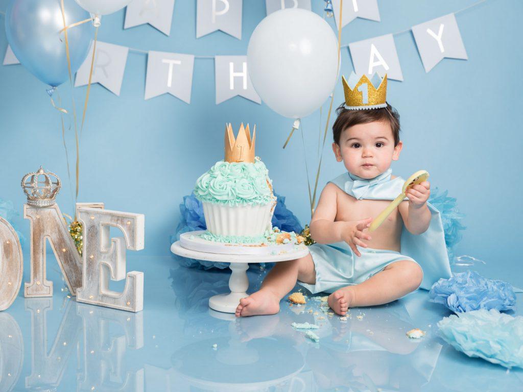king and royalty cake smash