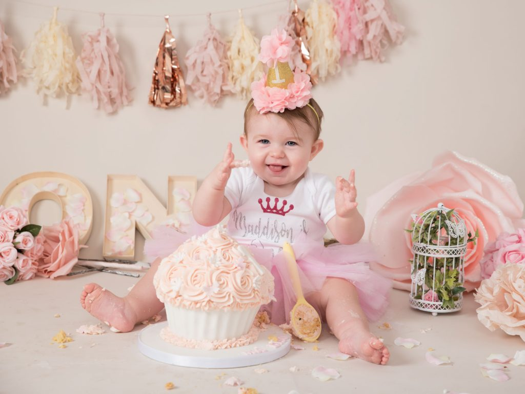 getting messy cake smash photography