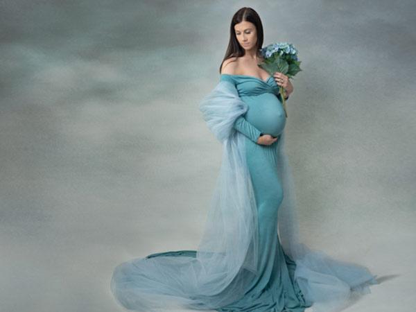 elegant maternity photography image for photoshoot