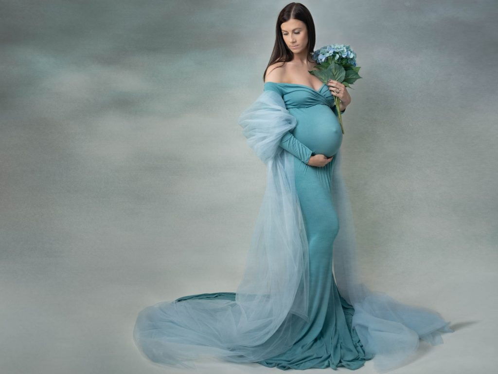 mother holding her pregnant tummy maternity photoshoot