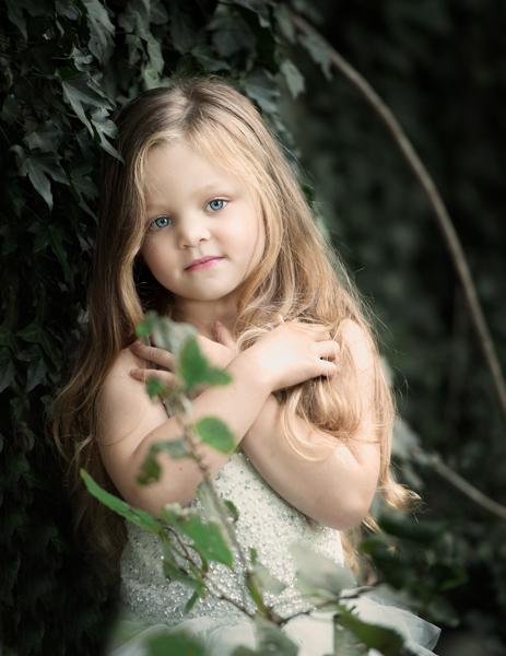 girl in ivy